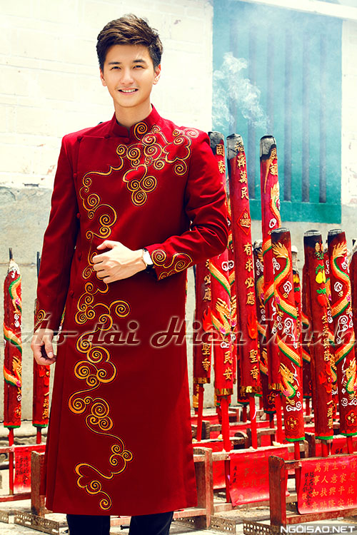 ao dai cach tan nam mau do
